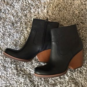 New with tags Kork-Ease Michelle  Ankle boots